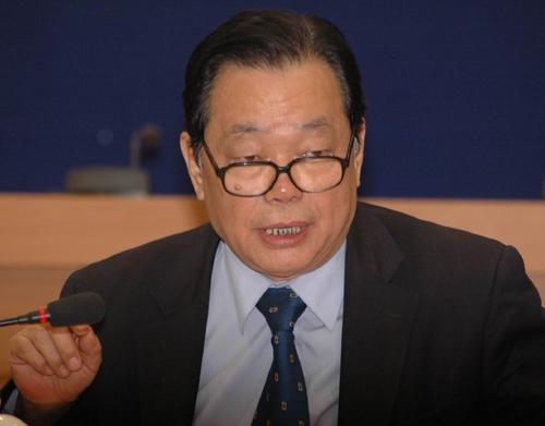 牛凤瑞:中国城市经济学会副会长、中国社会科学院城市发展与环境研究所研究员