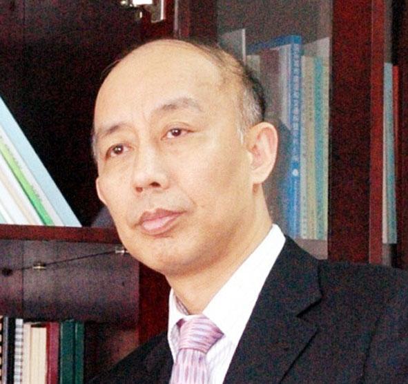 张益:上海环境卫生工程设计院院长,上海市环境工程设计科学研究院有限公司总经理,住建部科学技术委员会委员,住建部市容环境卫生标准化技术委员会主任,上海污染场地修复工程技术研究中心主任。
