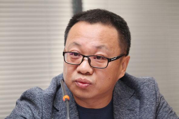 王勇  中国国际城市化发展战略研究委员会委员、北京龙人盛世城市景观工程公司副总经理、设计师