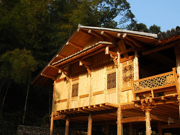 木结构建筑结构形式上讲究对称照应与矛盾统一